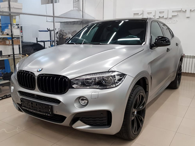 BMW в литой автоплёнке Avery SWF Satin Metallic Light Grey