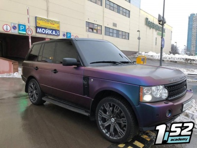 Range Rover в плёнке Avery Dennison SWF Color flow Rushing Riptide Cayne/Purple