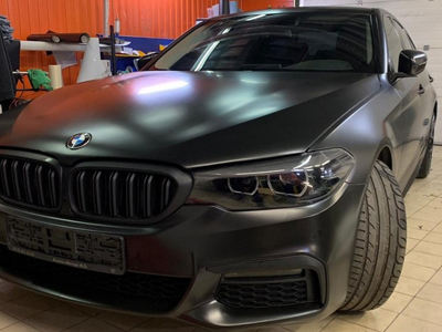 BMW в автопленке Avery SWF Satin Black