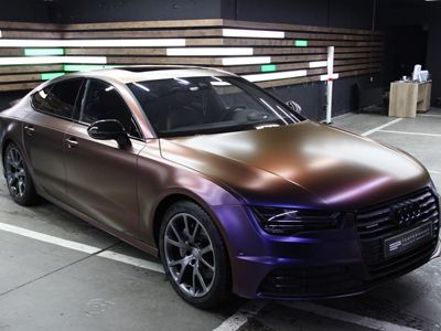 Audi А7 в пленке-хамелеоне Avery SWF Color flow Roaring Thunder Blue/Red