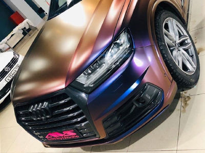 Audi в плёнке-хамелеоне Avery Color Flow Roaring Thunder Blue /Red