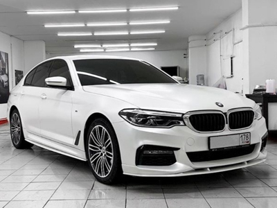 BMW  5 в пленке Avery Dennison Satin White Pearl