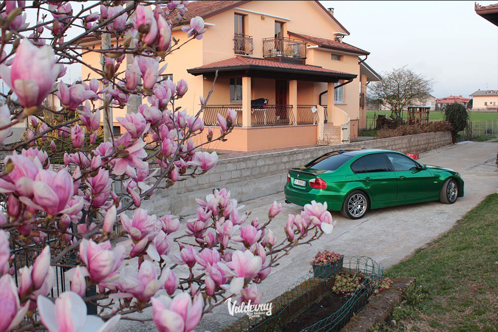 BMW Alpina 3 в плёнке Avery Gloss Metallic Radioactive