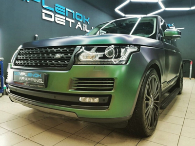 Range Rover в хамелеоне Avery Color Flow Satin Urban Jungle Silver/Green