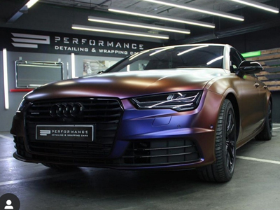 Audi в автопленке Avery SWF Color flow Roaring Thunder Blue/Red