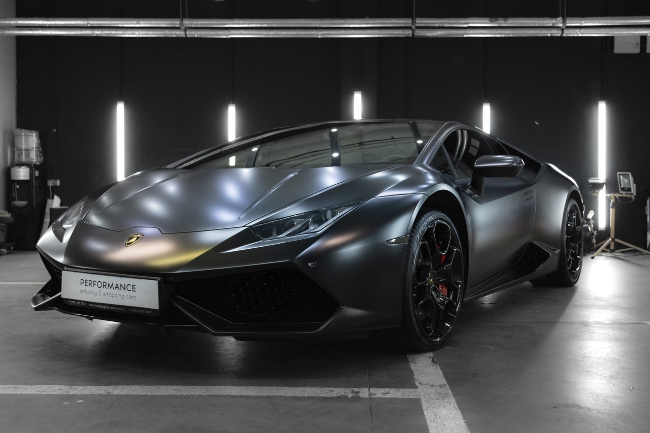 Lamborghini в Avery Satin black от компании Performance